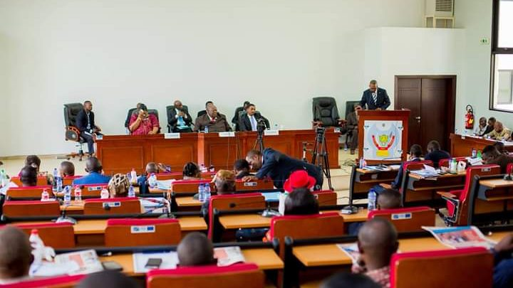 Pétitions et motions de déchéance déferlent sur les Assemblées et les gouvernements provinciaux